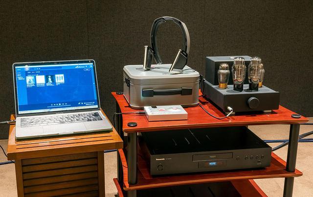 画像: 今回の試聴機器。CDやUHDブルーレイの再生にはパナソニックDP-UB9000を使い、そのアナログ出力をFeliks Audioのヘッドホンアンプ「Euforia」につないで「MYSPHERE 3」を駆動した。ハイレゾ再生はMac Book ProのUSB出力をコード「Hugo2」に入力、ここに「MYSPHERE 3」をつないでいる