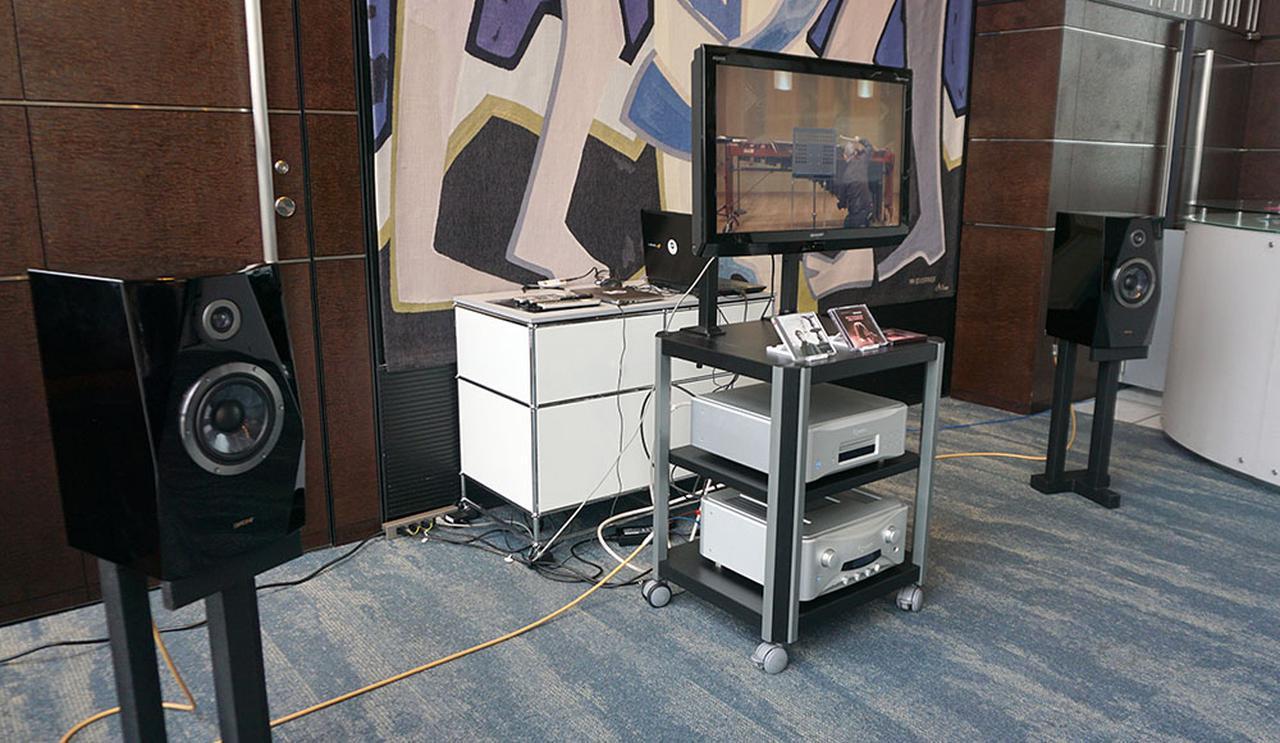 画像: ホワイエに設置されたシステムで配信経由の音も確認できた
