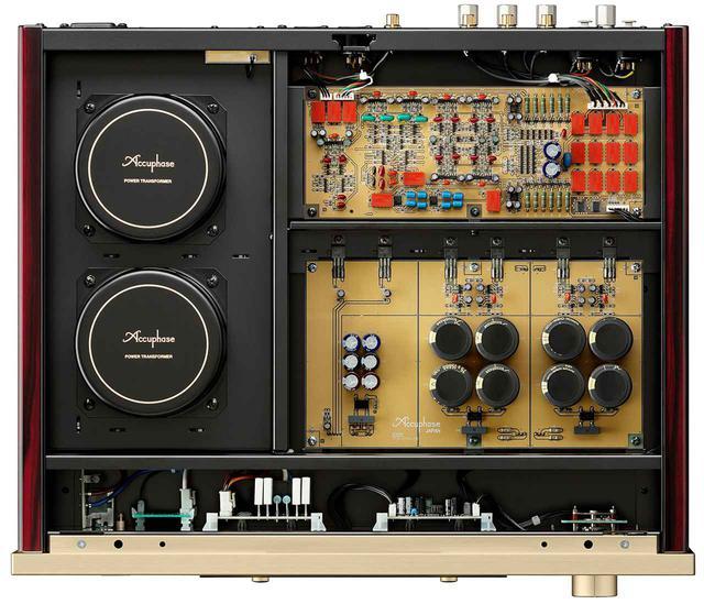 画像: 内部はトロイダル電源トランス、写真右下の電源回路、右上のイコライザーアンプ部ともL/R独立コンストラクション。MC/MMともヘッドアンプ部とイコライザーアンプによる2段構成でMM入力部のヘッドアンプは本機で新規搭載。入力素子はMMヘッドアンプがJ-FET(3パラレル)、MCヘッドアンプがローノイズのバイポーラトランジスター(9パラレル)。イコライザー部は低誘電率のガラス布フッ素樹脂基板に展開する。