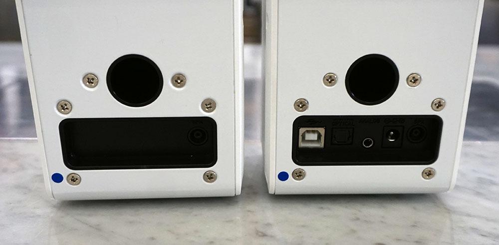 画像: 背面端子部。写真右側のRチャンネルにはUSB Type-Bや光デジタル、アナログピンジャックを備える。左右のスピーカーは付属のケーブルで接続する