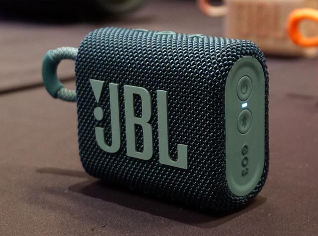 画像: JBLの大人気Bluetoothスピーカー最新モデル。「GO3」は暖かみのあるデザインとアクティブなサウンドを両立した、この冬の注目製品になるだろう