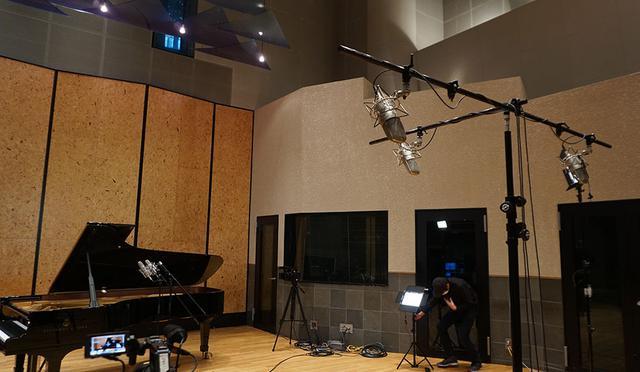画像: 関口台スタジオのStudio1には4Kカメラやマイクが設置され、ライブの収録が行われた