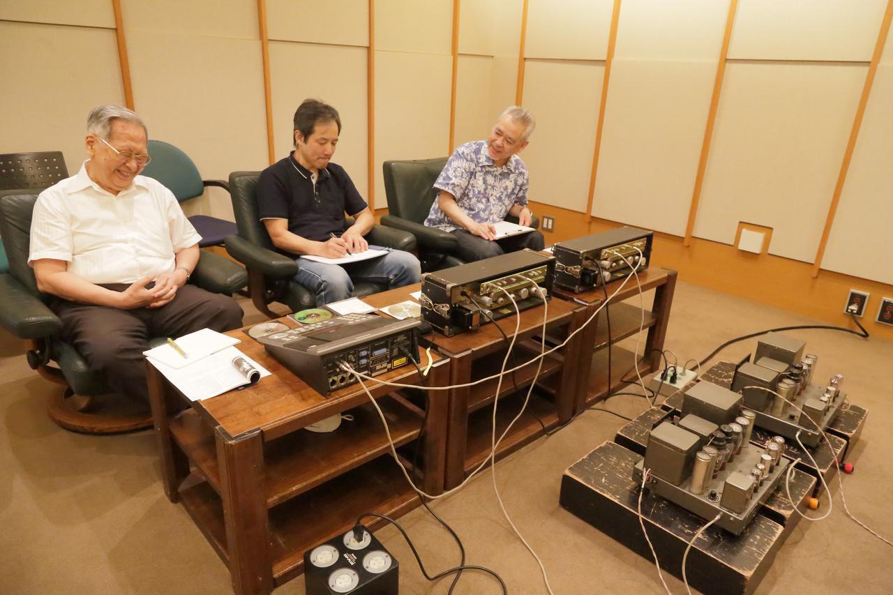 画像: ヴィンテージ関連企画は「米英ヴィンテージアンプの聴き比べ――プッシュプル/パラレルppアンプ12機種をアルテック銀箱(604Eユニット+612箱)で聴く」です。アルテック、ウェスタン・エレクトリック、RCA、ウェストレックスほか、大出力の管球式パワーアンプの魅力を探ります。新 忠篤氏(左)、ヴィンテージ・オーディオの高いメインテナンス技術を持つ杉井真人氏(中央)、ヴィンテージ・オーディオ専門店での長年のキャリアを持つ土井雄三氏(右)による試聴です。