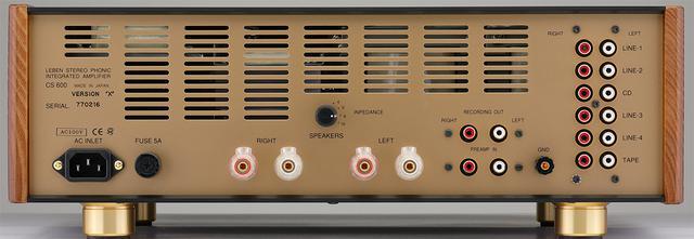 画像: リアビュー。右端にテープを含む6系統のラインレベル入力端子(RCAアンバランス)、その左に録音出力とプリイン(RCAアンバランス)を配置。スピーカー出力は1系統だが、インピーダンスはスイッチ切替えにより4Ω、6Ω、8Ω、16Ωに対応する。