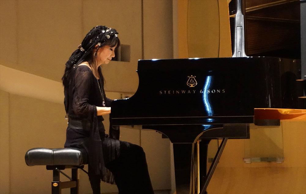 画像: ピアニストの仲野真世さん