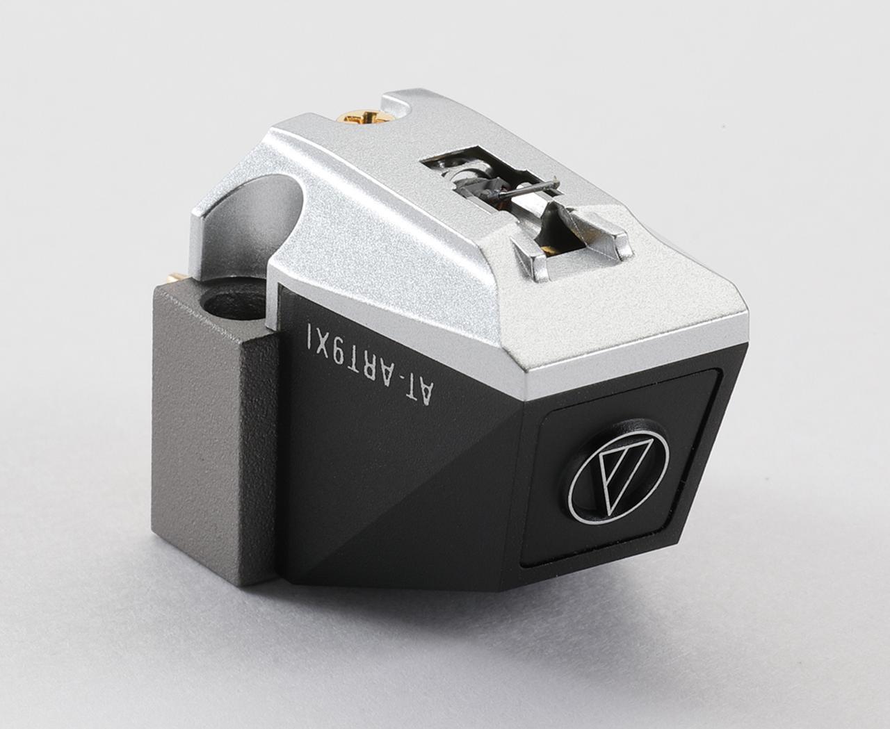 画像: オーディオテクニカ AT-ART9XI  ¥150,000 ●発電方式:MC型●出力電圧:0.5mV(1kHz、5cm/sec) ●内部インピーダンス:12Ω ●適正針圧:1.6g〜2g(1.8g標準) ●自重:8.5g●針交換価格¥105,000 ●問合せ先:(株)オーディオテクニカ