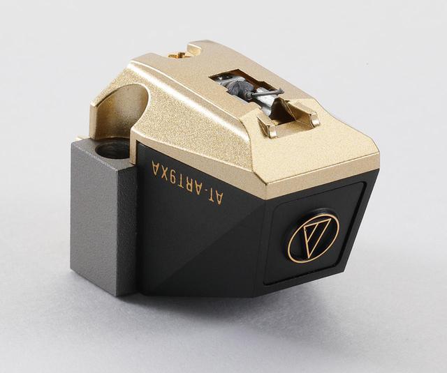 画像: オーディオテクニカ AT-ART9XA ¥150,000 ●発電方式:MC型 ●出力電圧:0.2mV(1kHz、5cm/sec) ●内部インピーダンス:12Ω ●適正針圧:1.6g〜2g(1.8g標準) ●自重:8.5g ●針交換価格¥105,000 ●問合せ先:(株)オーディオテクニカ