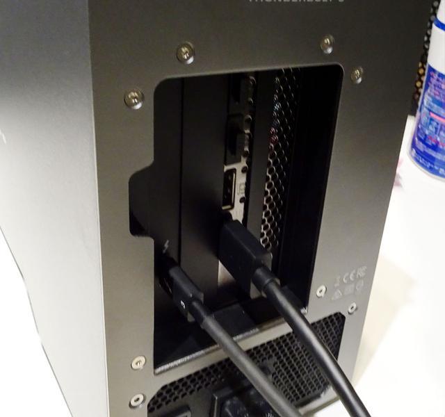 画像: HDMI1本で8K映像を出力している