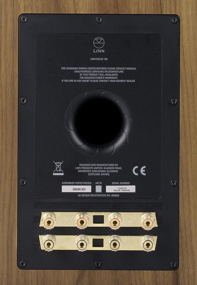 画像: クアッドワイアリング接続が可能なスピーカー端子を搭載している