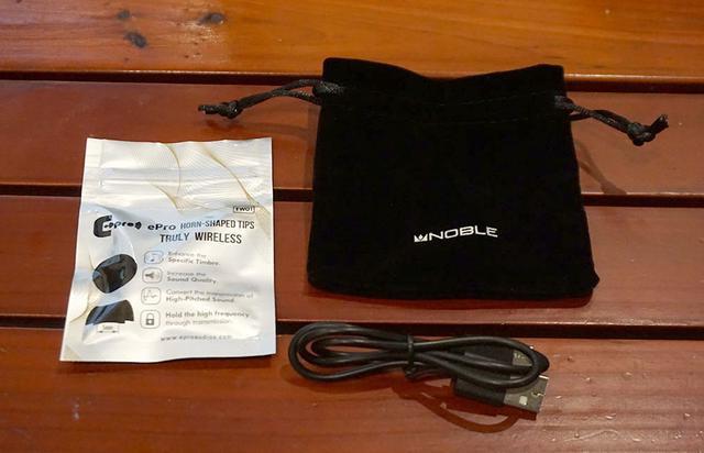 画像: ePro製イヤーチップや充電用ケーブル、キャリングケースが付属