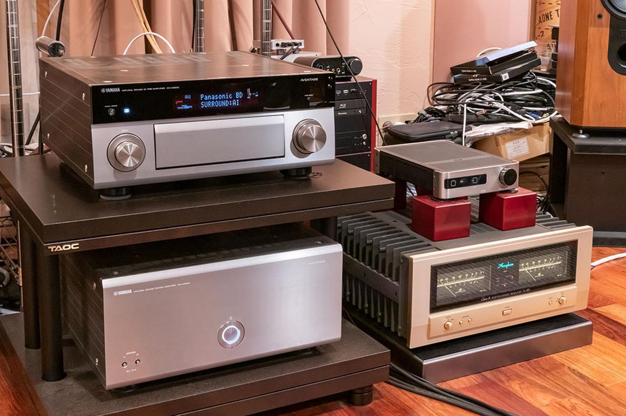 画像: 2台のパワーアンプ、アキュフェーズ「A-46」とヤマハ「MX-A5200」をつないだ電源タップにMC-1 DHPSを取り付けたところ、ハイレゾ音源や映画ソースでもヴォーカルの再現などに顕著な変化が現れた