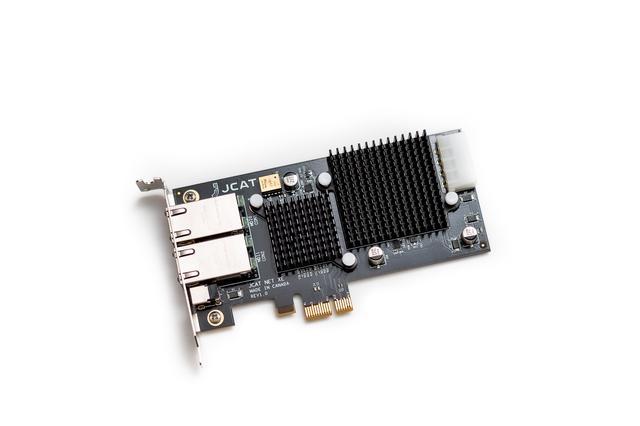 画像: 「NET Card XE」、本機は「NET Card FEMTO」に搭載のクロックの周波数安定度±25ppmに対し、±5ppbという高い安定度を誇っている。