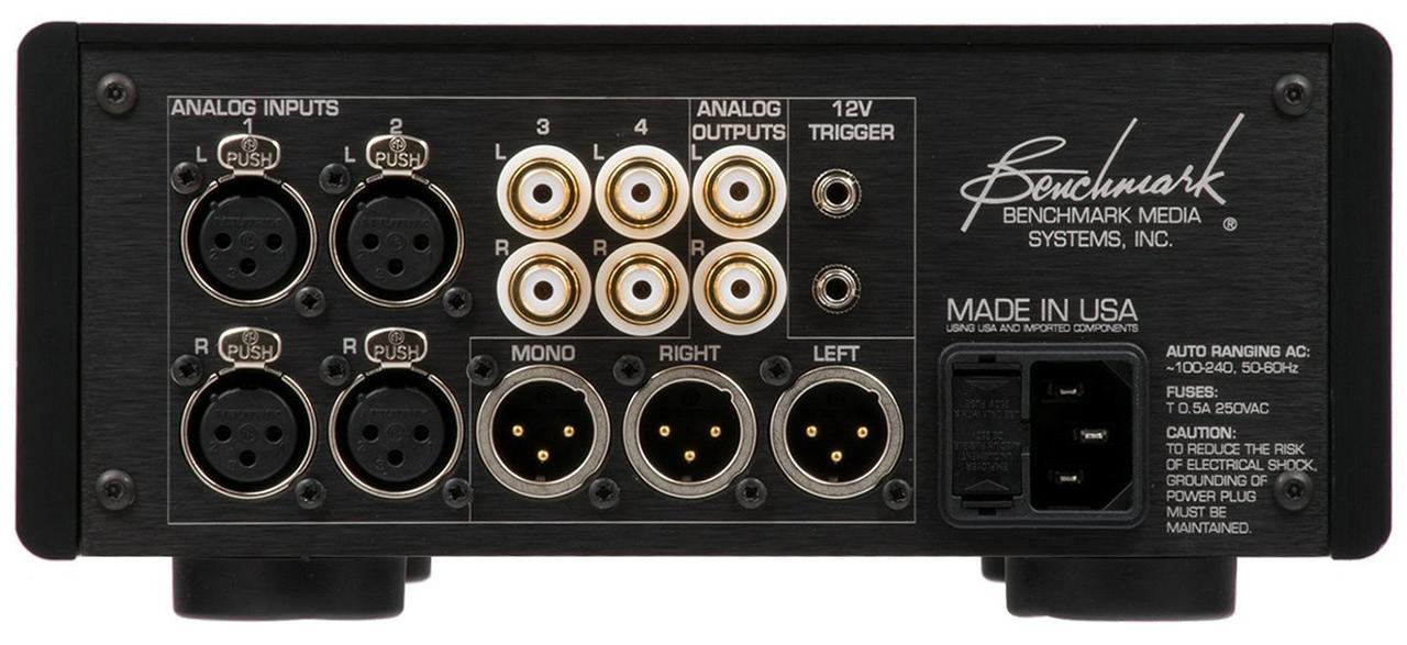 画像: HPA4からヘッドホンアンプ機能を除いたモデル。背面の接続端子は共通している