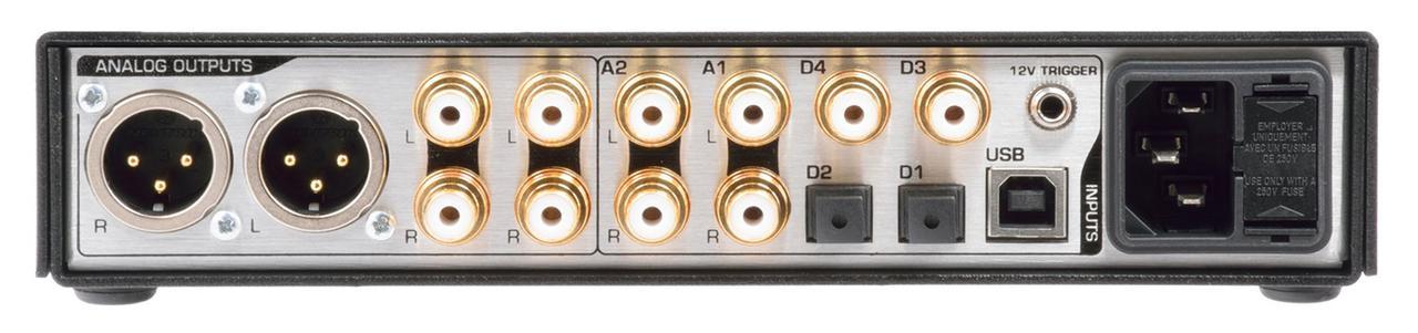 画像: DAC3 Bにヘッドホンアンプ機能を加えたモデル。ヘッドホンの左端子使用時は他の出力をカット、右端子使用時には他の出力が有効になる