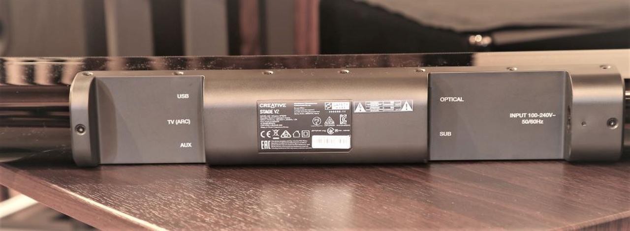 画像: ▲背面の切り欠き部に各種入力端子を装備。USB端子は、USBオーディオの入力に対応し、PCと直接接続できる
