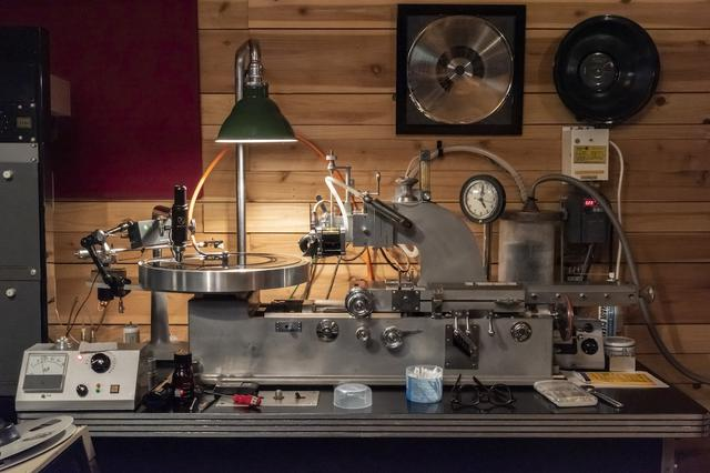 画像: 「STUDIO Dede」のカッティングレースは米国スカーリー製。ウェスタン・エレクトリックが改造を加えた1950年代の「RA1389」 www.stereosound-store.jp