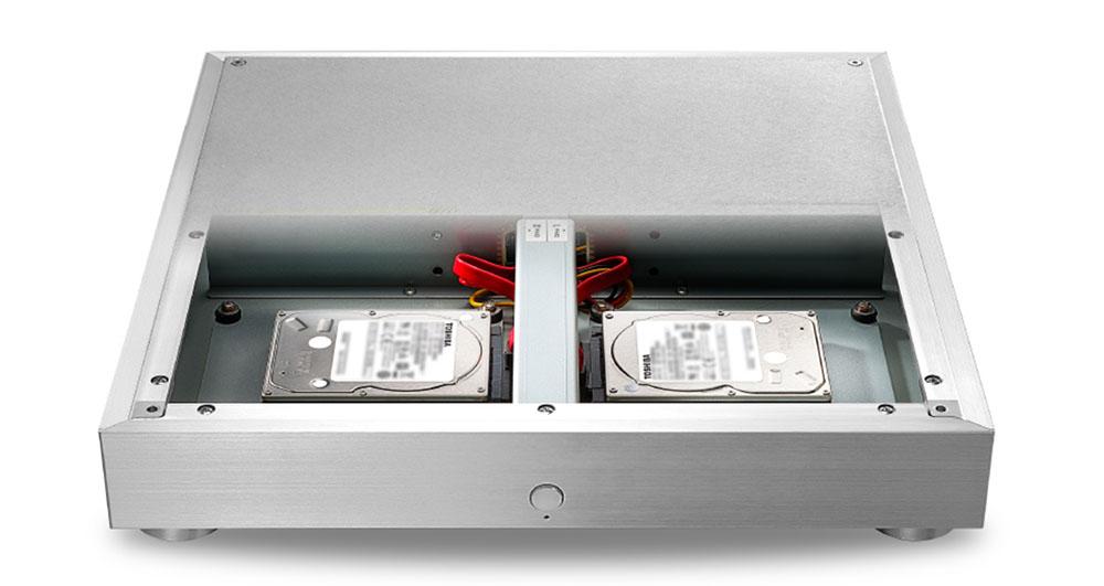 画像: 「HFAS1-HN80」には2基の4TバイトHDDを向かい合わせに配置する「水平対向レイアウト」によって回転モーメントを打ち消している