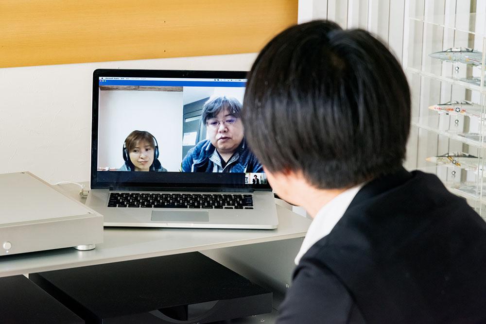 画像: 今回のインタビューは土方さんのご自宅と、アイ・オー・データの東京、石川オフィスをリモートでつないで実施している