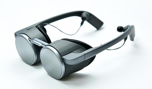 画像: パナソニックが、世界初HDR対応の眼鏡型VRグラスをCES2020で参考出品。小型・軽量ながら、映像に引きこまれるような臨場感あふれる仮想現実を体験できる - Stereo Sound ONLINE