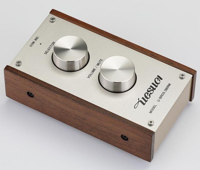 画像: 付属のワイヤレスリモコンU・BROS280RM。Bluetooth LE通信規格により動作する。入力セレクター、ボリュウム/ミュートの操作が可能。