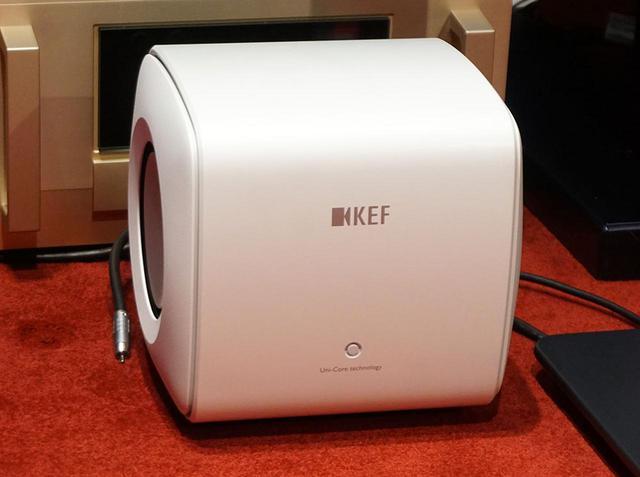 画像: KEFの新型サブウーファー「KC62」は、小型サイズで迫力の低音を再現。独自の「Uni-Coreテクノロジー」のパフォーマンスをフルに発揮した注目モデルだ - Stereo Sound ONLINE