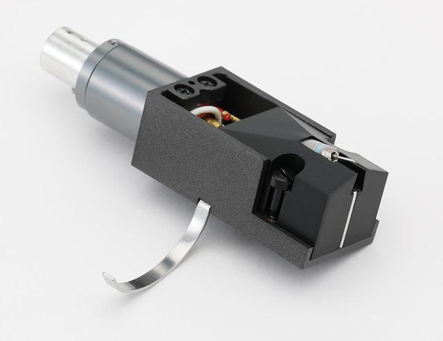 画像: Cartridge デノン DL-A110 ¥62,000(セット価格) DL-103●発電方式:MC型●出力電圧:0.3mV(5cm/sec、1kHz)●内部インピーダンス:40Ω±20%●適正針圧:2.5±0.3g、専用ヘッドシェルセット時●自重:18.5g(ヘッドシェルアダプターを含む)●針交換価格:¥27,000