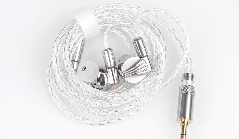 画像1: FiiO、金属ボディでメタル感満載の有線イヤホン「FD5」を2月26日に発売。ベリリウム&DLC振動板で、ハイレゾ再生にも対応