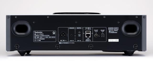 画像: SC-C70MK2の背面には、3.5mmアナログ入力、光デジタル入力、USB Type-A、LAN端子、FM/AMアンテナ入力が並ぶ。Type-A端子にUSBメモリーを挿して、そこに保存したハイレゾ音源の再生も可能