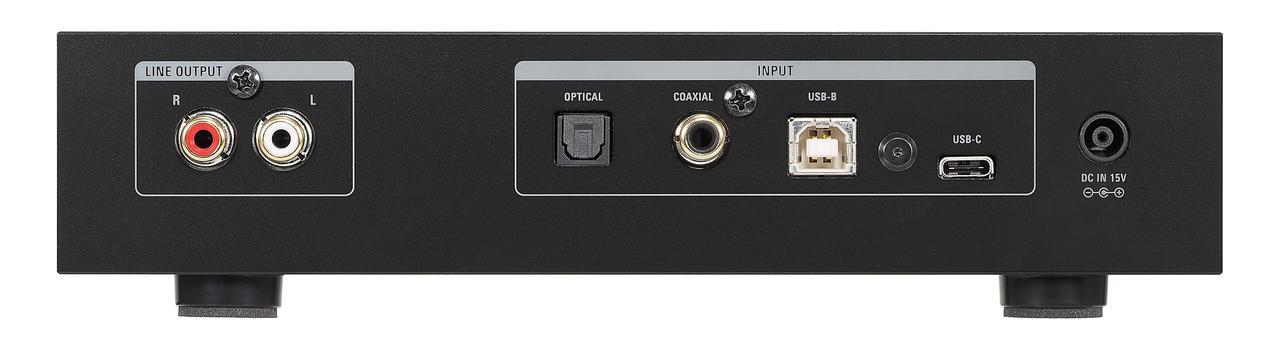 画像: 左端にRCAアンバランス1系統の出力端子。USB入力はUSB-BとUSB-Cの各1系統を装備。