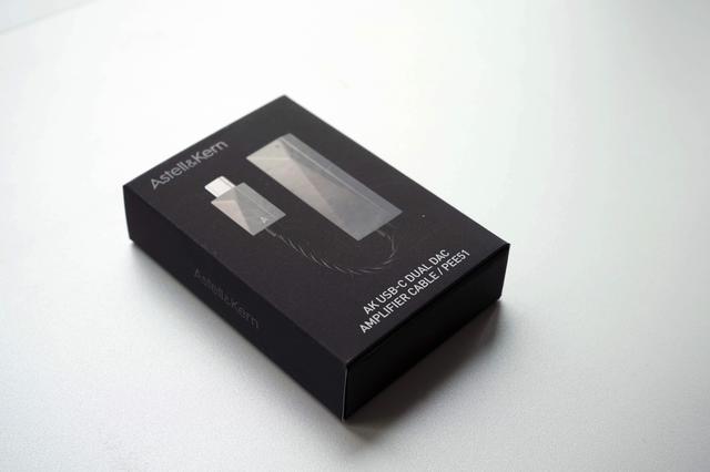 画像: 名刺ケースほどのサイズの梱包箱に収まっている