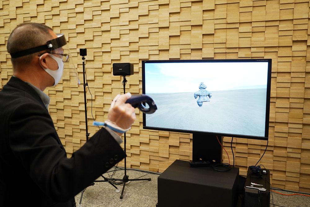 画像: ▲「遮光器土偶」の3D CGデータをVR技術によって、自由自在に動かして、好きな部分を拡大したり、内部を見たりできるという展示