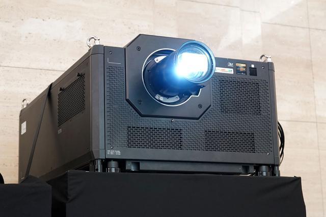 画像: ▲アストロデザインの8Kプロジェクター「INSIGHT Laser 37000 8K」