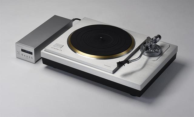 画像: ↑試聴に使用したレコードプレーヤー テクニクス SL-1000R ¥1,600,000 jp.technics.com