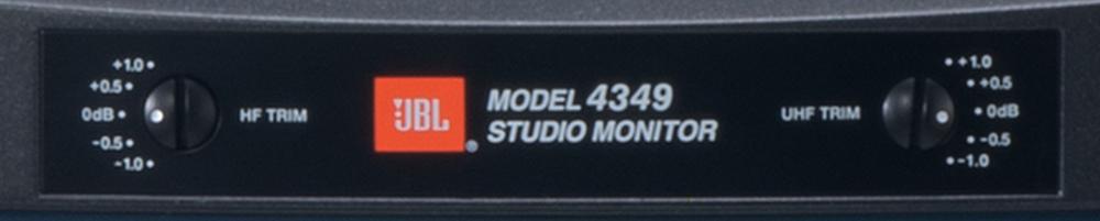 画像: JBLスタジオモニター伝統の、スイッチ式トリムコントロールを装備。2ウェイ構成ながらクロスオーバー回路の調整で、高域と超高域のレベルがプラスマイナス0.5dBステップでアジャストできる