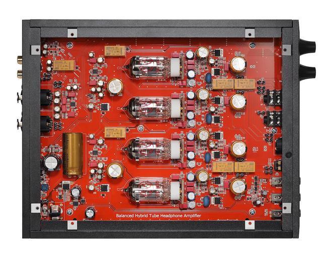 画像: AT-BHA100のプリ段にはJJ ELECTRONIC社のスロバキア製真空管ECC83Sを独立構造で使用。パワー段にはコンパクトなサイズながら駆動力のあるパワートランジスターを採用した。ハイブリッド構成のアンプだ