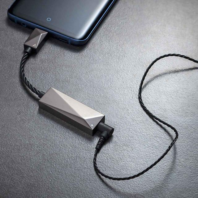 画像: Astell&Kern、モバイル機器でハイレゾを高音質再生できるデュアルDAC仕様の、ポータブルUSB DACアンプ「PEE51 AK USB-C Dual DAC AmplifierCable」を4月23日に発売 - Stereo Sound ONLINE