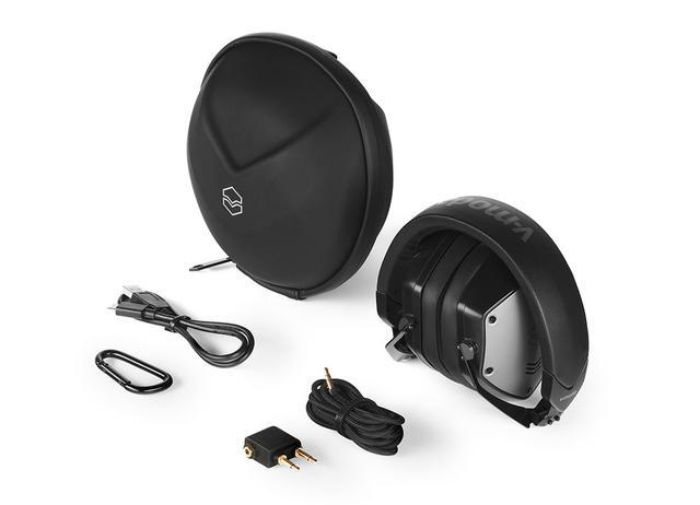 画像: オーディオケーブル、USB Type-C充電用ケーブル、航空機用変換プラグ、シェル・ケース、カラビナなどが付属