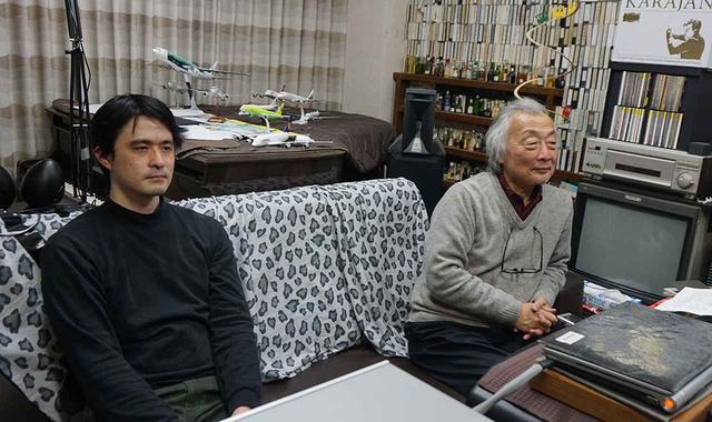 画像: 今回の試聴は麻倉さんのホームシアターで行った。写真左はU-NEXT 事業企画担当部長の柿元祟利さん