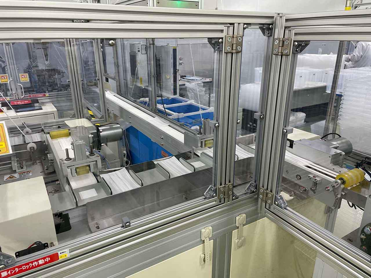 画像: シャープ三重工場での不織布マスク生産工程