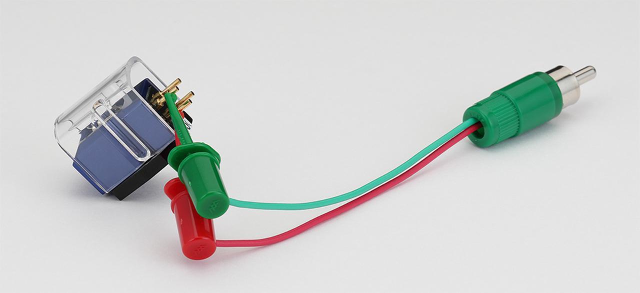 画像: デガウザーDG100に付属のクリップ付きプラグ。アナログプレーヤー出力がRCA端子の場合は本機のRCA端子に接続して消磁できる。出力がXLRバランスの場合は本ケーブルでカートリッジのピン端子に直に接続して消磁を行なう。