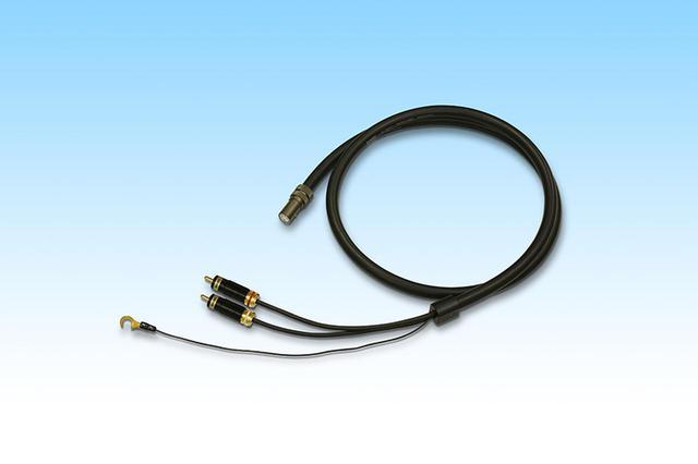 画像: ↑試聴時はフォノケーブルにサエクSCX5000D-R(1.3m[DIN→RCA]¥58,000)を使用。