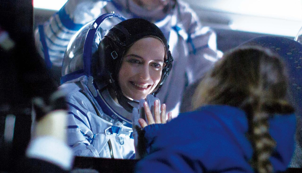 画像: 女性の宇宙飛行士にスポットを当て、今まで知らなかった「母」としての苦悩を教えてくれる『約束の宇宙(そら)』。監督は、古い慣習に閉じ込められた5人姉妹の閉塞感と反抗を描いた話題作『裸足の季節』の脚本を担当したアリス・ウィンクール