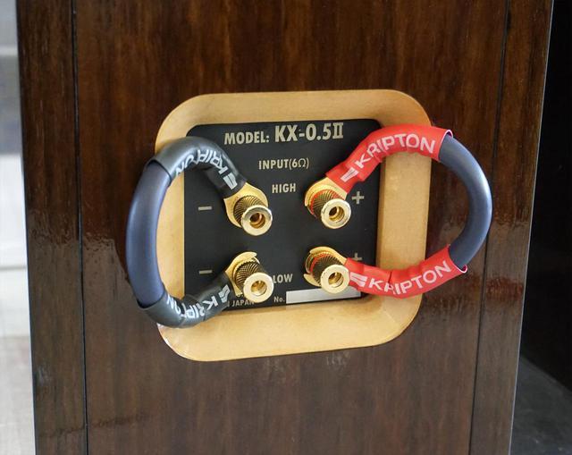 画像: バイワイアリング対応の端子部。付属のジャンパーピンは「SC-HR1500」を使ったもの