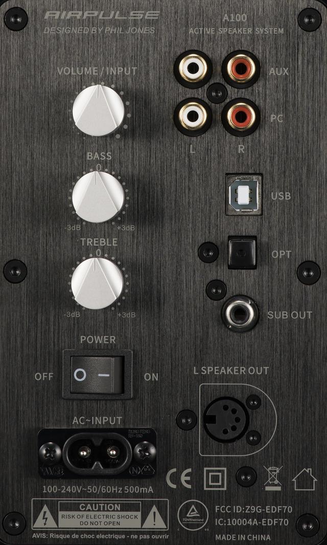 画像: 接続端子や調整機能は本体R(右)側に集約されている。電源もR側のみに給電すればOK。L(左)側のスピーカーへは専用のスピーカーケーブルで接続する