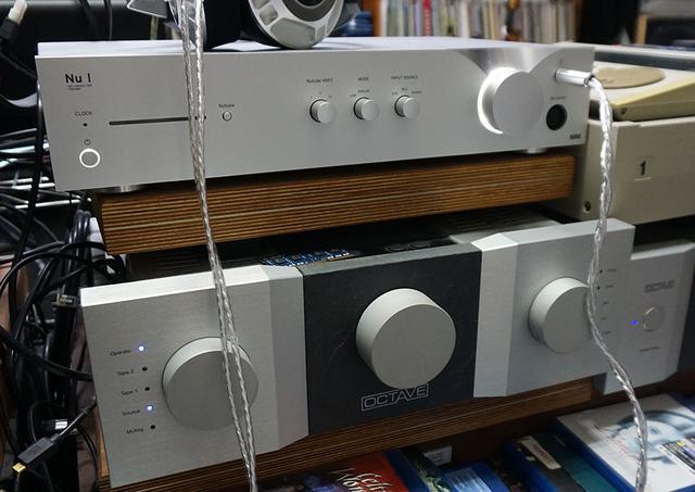 画像: 麻倉邸にはコルグのNu:Iも常設されている。MacBook PROのUSB出力をこちらにもつなぎ替えて音の違いを確認した