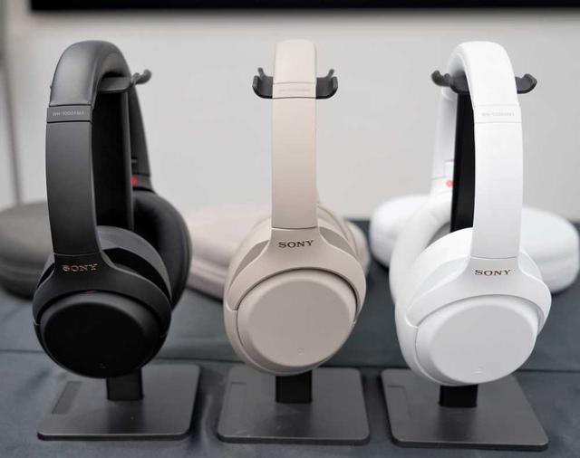 """画像3: ソニー、人気のノイズキャンセリングワイヤレスヘッドホンに限定カラー""""白""""をまとった「WH-1000XM4 サイレントホワイト」が5月28日に発売。再びLiSAとコラボ!"""