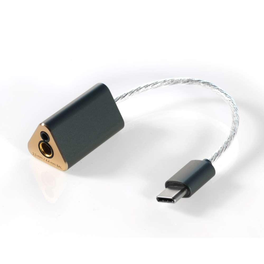 画像: ポータブルDAC「TC44B」。2.5mm&4.4mmバランスプラグを搭載する