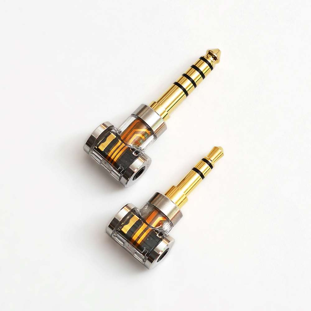 画像: 変換アダプター「DJ44A」(4.4mm)、「DJ35A」(3.5mm)。中身が見えるスケルトン仕様