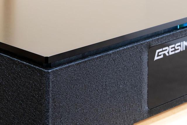 画像: HIBIKI-65の天板やベース(筐体)はすべてアルミが使われている。ベースをブラック仕上げにしたのは、オーディオ機器との親和性を考えてのこと