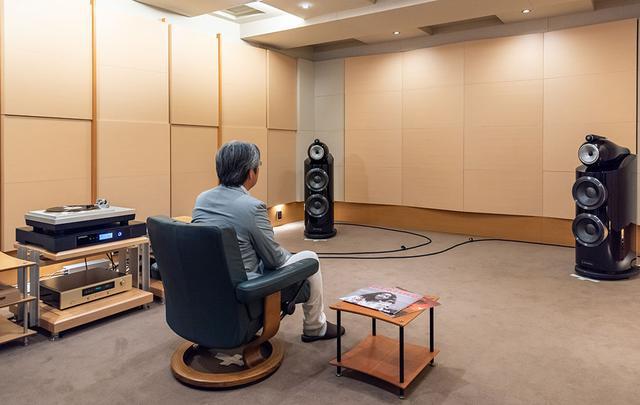 画像: 今回はステレオサウンド試聴室の常設機器を使って、HIBIKI-65のあり/なしによる音の変化も体験していただいた。レコードプレーヤーにはテクニクス「SL-1000R」を、フォノイコライザーやアンプはアキュフェーズ、スピーカーはB&Wを使っている
